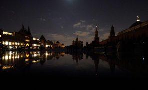 Várias cidades em todo o mundo desligaram as luzes na