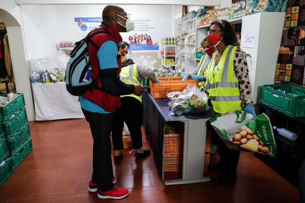 Cada vez mais portugueses dependem de associação de apoio a imigrantes devido à pandemia