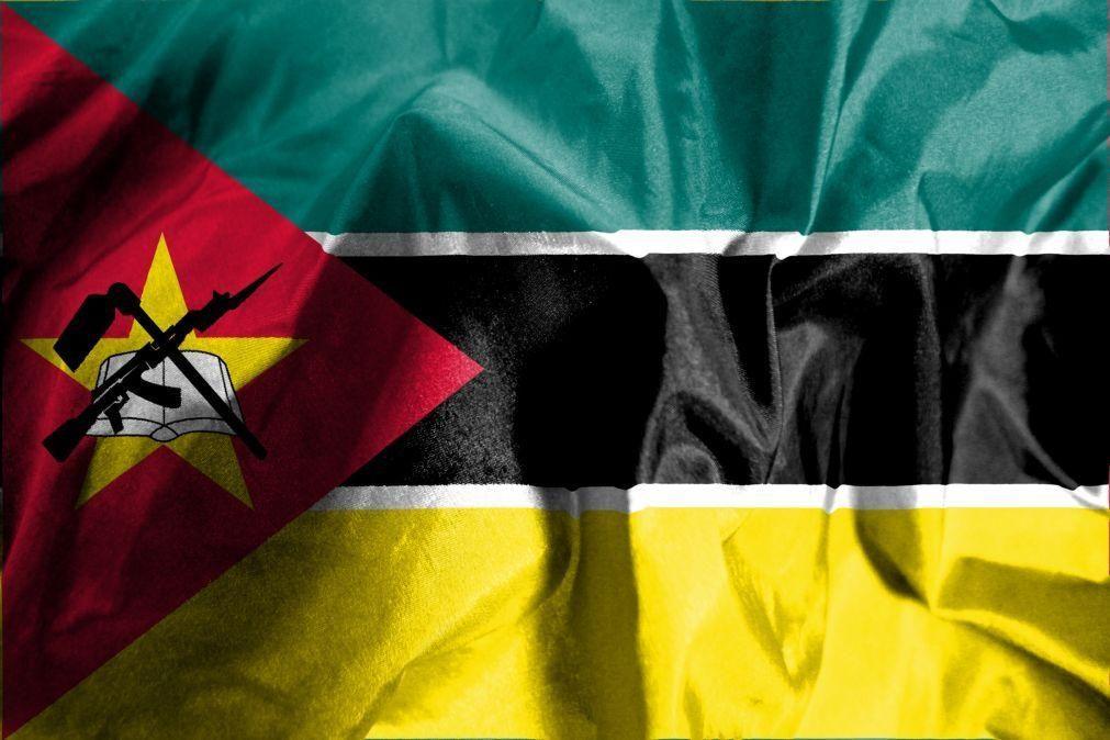 Moçambique/Ataques: Barco com 1.800 pessoas que fugiram já está ao largo de Pemba