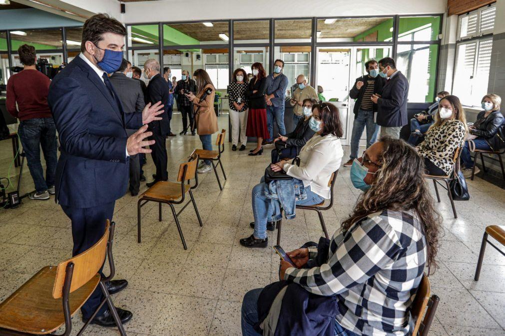 Covid-19: 44.000 profissionais de escolas vacinados no sábado