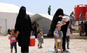 Forças curdas lançam operação contra Estado Islâmico num campo de refugiados