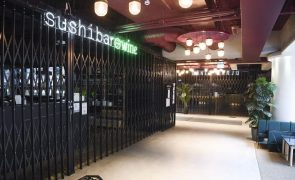 Covid-19: Bares e restaurantes na Finlândia encerrados por mais três semanas