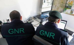 Patrulha da GNR fica cercada em Olhão e faz disparos de advertência
