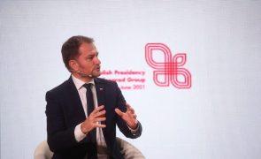 Covid-19: Primeiro-ministro eslovaco demite-se devido a vacina russa