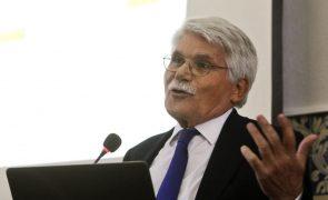 Covid-19: Vital Moreira classifica promulgação do PR como
