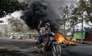 Tailândia espera milhares de refugiados após novos ataques aéreos de Myanmar
