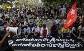 Kremlin desaprova mortes civis nas manifestações pró-democracia em Myanmar