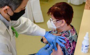 Covid-19: Hungria é o primeiro país da UE em vacinação e em mortes 'per capita'