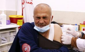 Covid-19: Palestinianos recebem 100.000 doses de vacina chinesa