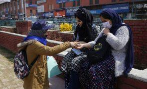 Covid-19: Índia com 56.211 novos casos, quase menos 12 mil que na véspera