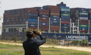 Sissi quer evitar repetição de incidente que bloqueou Canal do Suez