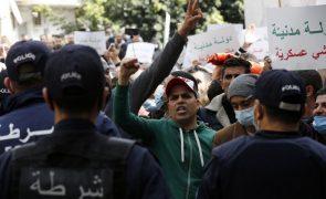 Nova manifestação na Argélia pela libertação de detidos, com denúncias de torturas