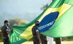 Ministério brasileiro anuncia que comandantes das três forças militares pediram demissão