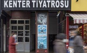 Covid-19: Turquia reimpõe restrições após forte aumento das infeções