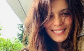 Andreia Rodrigues sai à rua com vestido justo 16 dias após o parto