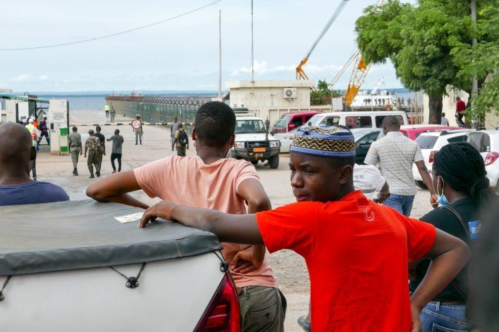 Moçambique/Ataques: Mau tempo e dificuldades técnicas atrasam barco com mais de mil deslocados