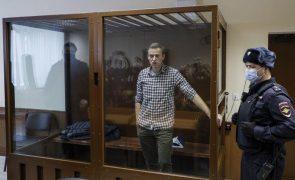 Autoridades russas dizem que Navalny recebe assistência médica necessária
