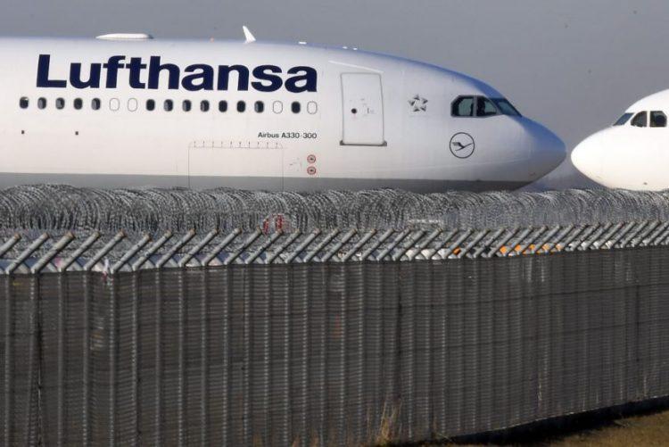 Lufthansa vai contratar 3.000 pessoas em 2017 sobretudo assistentes de bordo