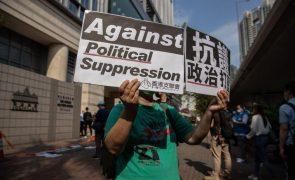 Hong Kong: Ex-deputados e magnata Jimmy Lai condenados por participação em protestos de 2019