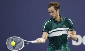 Medvedev eliminado por Bautista nos 'quartos' no Masters 1.000 de Miami