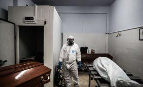 Mortes atribuídas à covid-19 em Portugal continuaram a decrescer durante março
