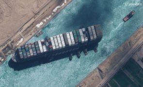 Egito quer indemnização superior a mil milhões de euros por encalhe de navio