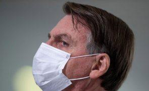 Covid-19: Bolsonaro gastou 350 mil euros em férias durante a pandemia - deputado