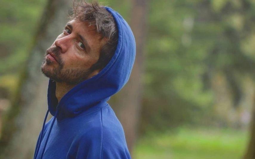 Paulo Vintém chora a morte da avó: