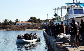 Migrações: Grécia acusa Turquia de encaminhar botes de migrantes para águas gregas