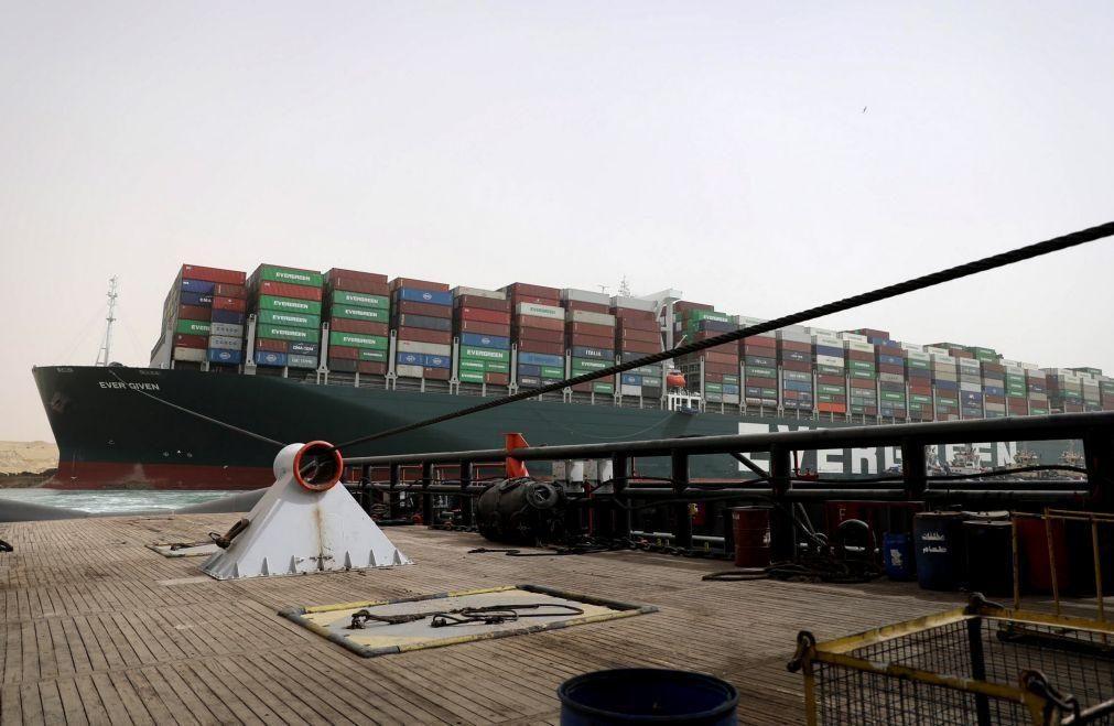 Todos os navios que estavam em espera no Canal do Suez já fizeram travessia