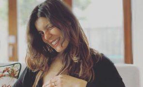Andreia Rodrigues mostra-se a amamentar a filha recém-nascida