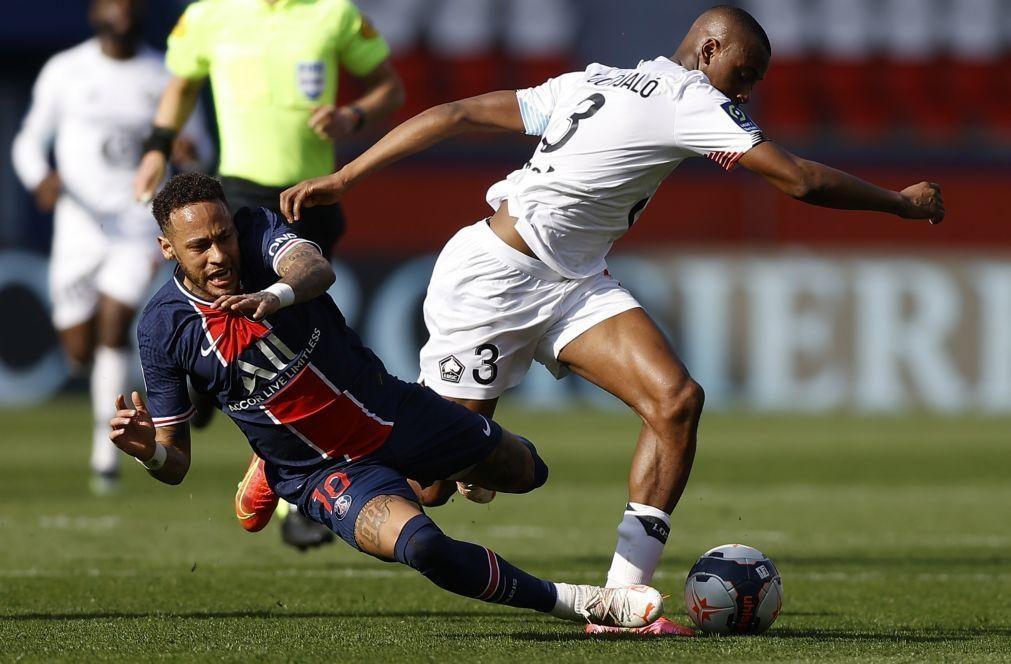 Tiago Djaló e Neymar tiveram de ser separados no túnel no Paris Saint-Germain-Lille