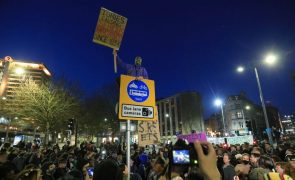 Centenas protestam em cidades britânicas contra reforço de poderes da polícia