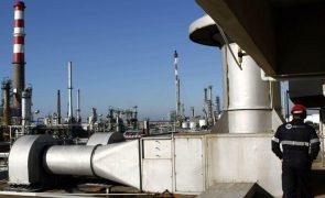Barril de petróleo Brent cai 1,86% para 63,63 dólares