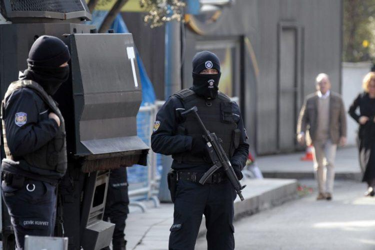 Pelo menos dez feridos em explosão na cidade turca de Izmir, dois