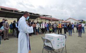Covid-19: Primeiras 24 mil doses das vacinas chegam a Timor-Leste