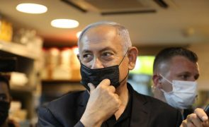 Netanyahu acusa procuradores do seu julgamento por corrupção de o quererem destituir