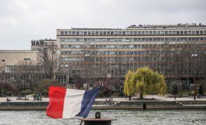 Covid-19: Pressão hospitalar aumenta em França quando entram em vigor novas regras de confinamento
