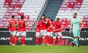 Benfica vence Marítimo e continua a três pontos do segundo lugar