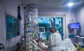 Covid-19: França tem mais de 30 mil pessoas hospitalizadas devido à pandemia