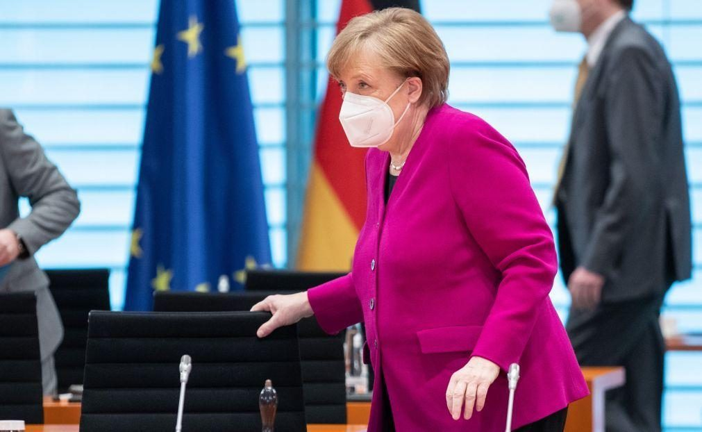 Covid-19: Merkel favorável a um