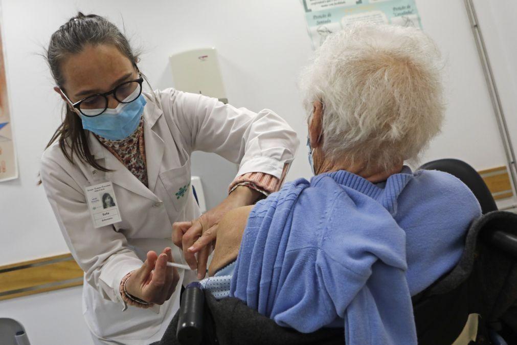 Covid-19: Pelo menos 90% das pessoas em lares e cuidados continuados vacinados com 1.ª dose
