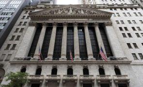 Wall Street sobe ligeiramente à espera de atas da Fed