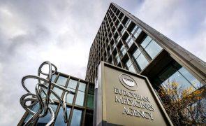 Regulador da UE compara risco de coágulos com vacina da AstraZeneca ao da pílula
