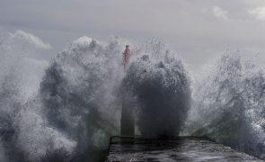 Distrito de Faro sob aviso amarelo devido à agitação marítima