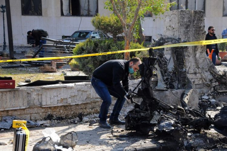 Explosão de carro armadilhado faz pelo menos 11 mortos na Síria