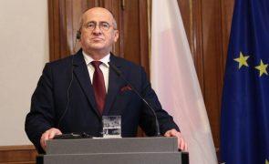 Chefe da diplomacia polaca visita Kiev a título