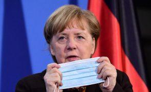 Merkel pede à Rússia que reduza presença militar na fronteira com a Ucrânia
