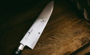 Ana Costa nega ter matado o marido: «Tentou tirar-me a faca e espetou-a no peito»