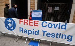 Covid-19: Reino Unido mantém queda na prevalência do vírus
